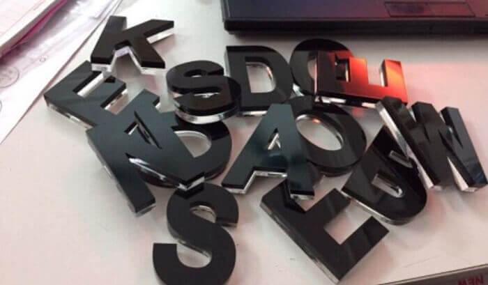 Bước 2: cắt chữ nổi inox